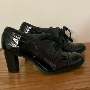 Black patent leather heeled oxfords ❤️❤️